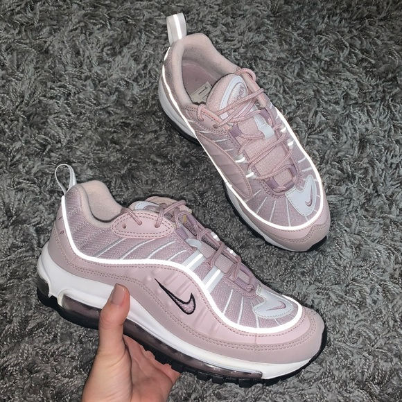 Nike Air Max 98 'Barely Rose' </p>                     </div>   <!--bof Product URL --> <!--eof Product URL --> <!--bof Quantity Discounts table --> <!--eof Quantity Discounts table --> </div>                        </dd> <dt class=
